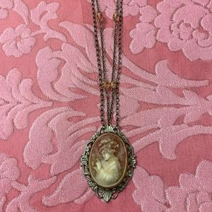 Costume Cameo Necklace!